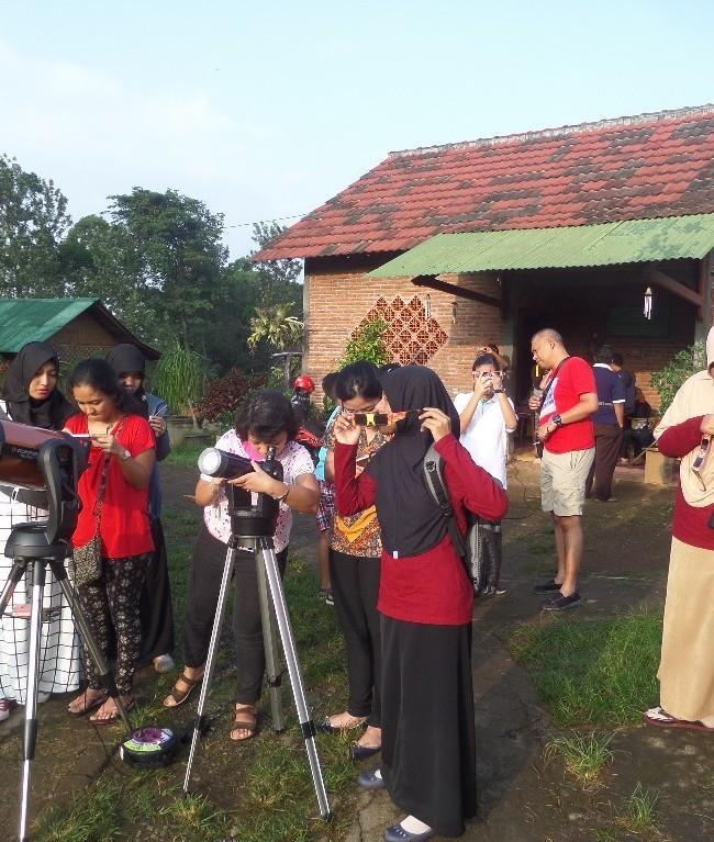 Pengamatan Gerhana Matahari Sebagian di Dusun Sahabat Alam 2016
